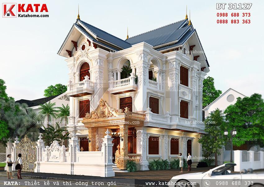 Tông màu sáng kết hợp hoa văn tinh tế càng thu hút mọi ánh nhìn từ mẫu biệt thự đẹp 3 tầng mái Thái kiến trúc tân cổ điển