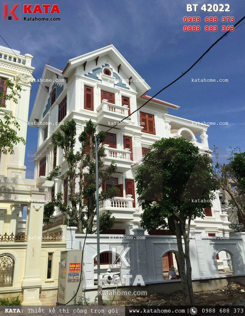 Mẫu biệt thự 4 tầng tân cổ điển mang vẻ đẹp hoàn hảo sau khi hoàn thiện các hạng mục 1