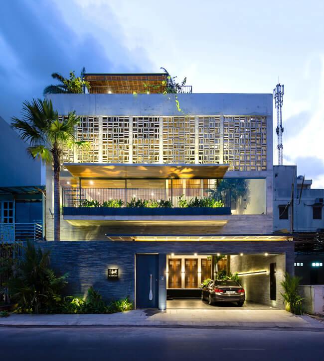 Không gian ngoại thất của mẫu nhà biệt thự phố 3 tầng được sử dụng các nguyên vật liệu trang trí ngoại thất vô cùng sang trọng và cao cấp