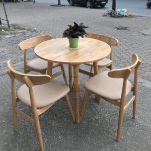 Bàn tròn chân xòe Kata thích hợp cho làm quán ăn, bàn ăn gia đình hay quán cafe