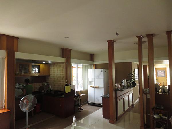 Gian bếp cũng được thiết kế rộng rãi và thoáng mát với 2 cặp container xếp sát nhau