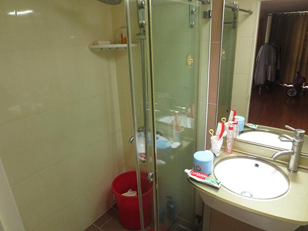 Nhà vệ sinh được lắp đặt thiết bị chống thấm, chống ẩm nên rất mát mẻ.