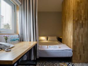 Ngoài ra bạn có thể chọn phòng có giường lớn kèm một giường tầng, ở tối đa 4 khách, giá 660.000 đồng/phòng