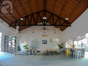 Khu ăn uống, giải trí rộng rãi, đơn giản và siêu chất.