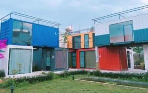 Mỗi phòng là một container với màu sắc rực rỡ.
