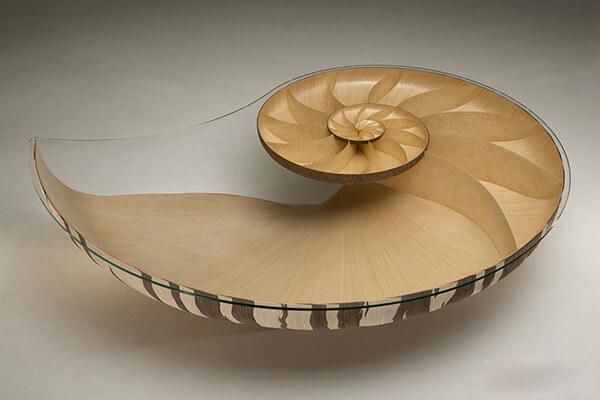 Bộ bàn ăn đẹp với kiểu vỏ ốc cách điệu