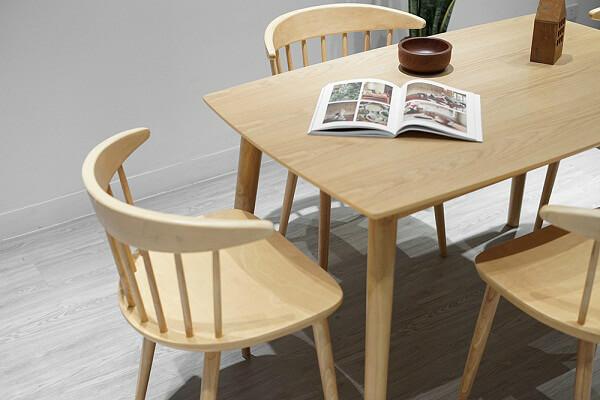 Bộ bàn ăn đẹp bằng gỗ cao su 4 ghế