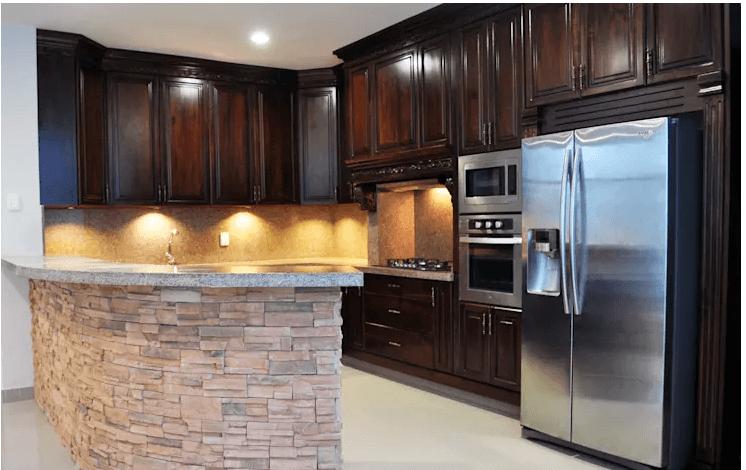 Tủ bếp gỗ sang trọng kết hợp cùng những điểm nhấn hiện đại