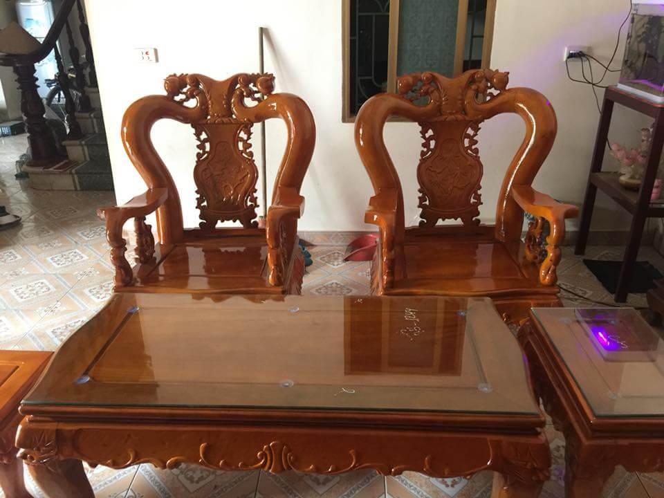 Bộ bàn ghế phòng khách đẹp làm bằng gỗ xà cừ