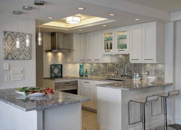 Mẫu tủ bếp đẹp bằng gỗ kết hợp bàn đá Granit
