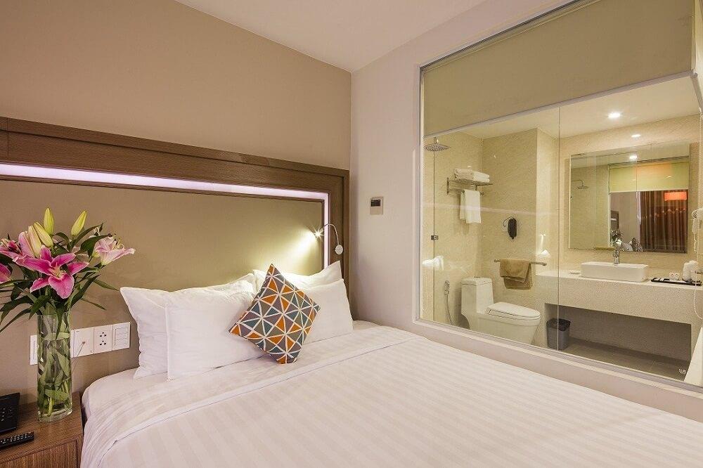 Phòng Deluxe City View Room with Balcony - Khách sạn King Town Nha Trang