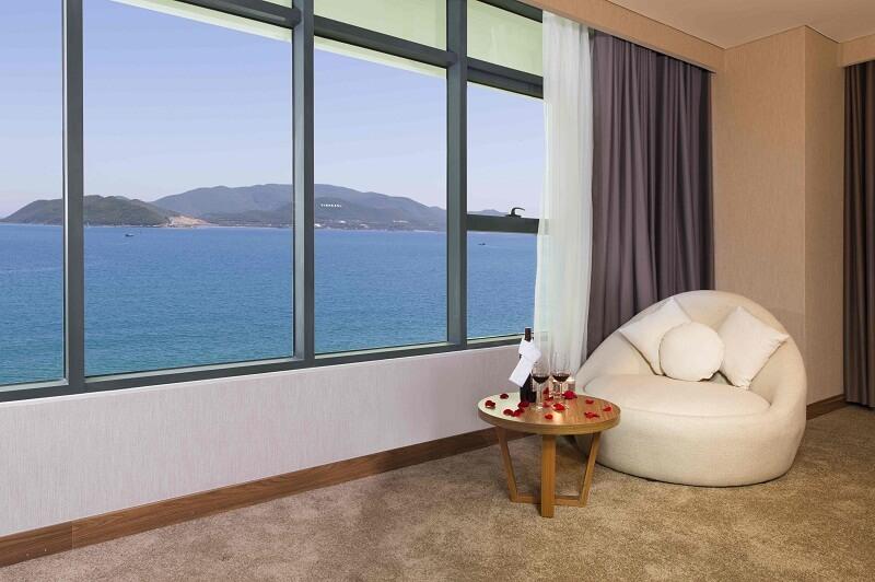 Phòng Deluxe King Ocean View - Khách sạn Mường Thanh Nha Trang