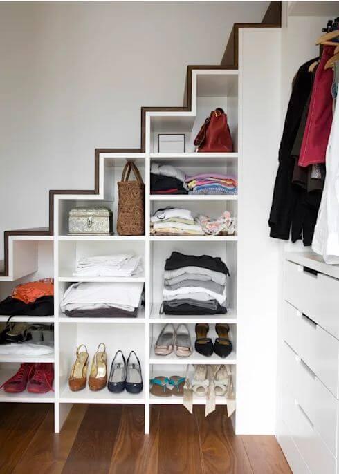 Phòng thay đồ dưới gầm cầu thang - Nội thất cho nhà nhỏ