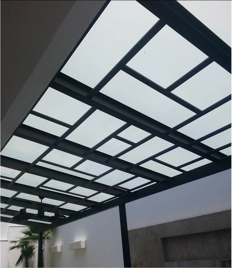 Mái hiên ốp kính với khung thép độc đáo - Thiết kế mái hiên đẹp