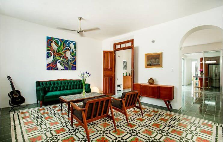 Phòng khách mang đậm dấu ấn phong cách Đông Dương hoài cổ