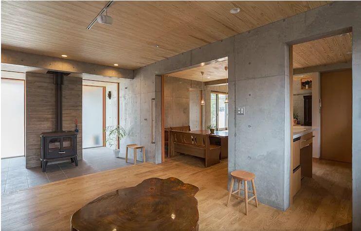 Không gian phòng khách thô mộc với gỗ và bê tông