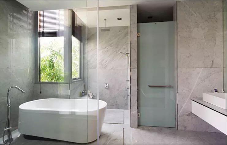 Bồn tắm có những đặc điểm gì? - Chọn bồn tắm hay vòi hoa sen để tiết kiệm chi phí