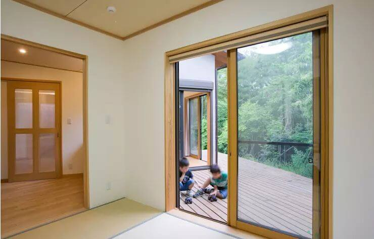 Tính giá theo chất liệu làm cửa - Giá cửa gỗ