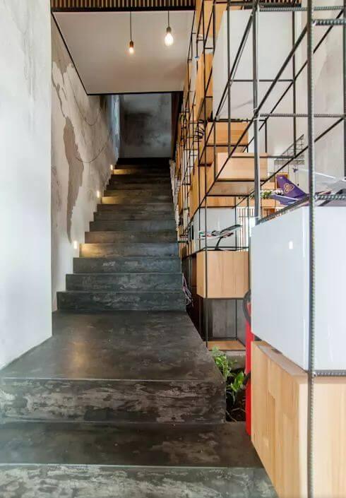 Cầu thang thô mộc - Thiết kế quán Cà phê