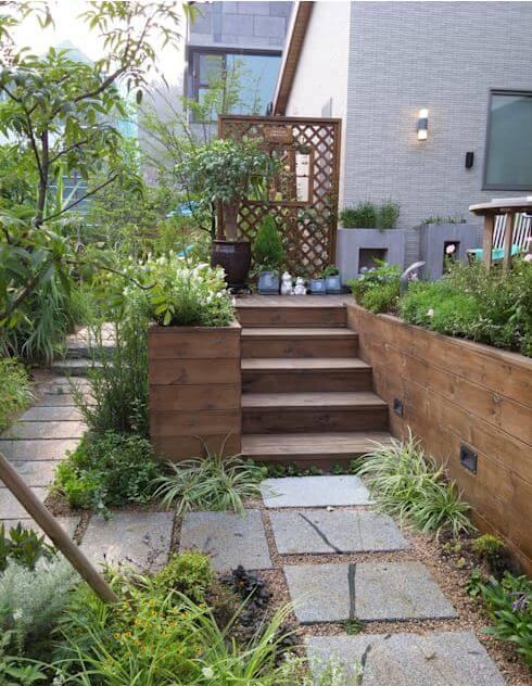 Sử dụng bậc thang để tạo thêm không gian - Thiết kế sân vườn đẹp