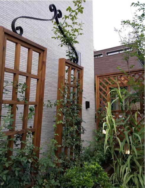 Tận dụng những khung cửa gỗ bỏ đi - Thiết kế sân vườn đẹp - 1