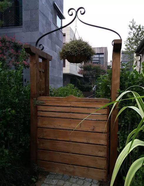 Bố trí cửa đi cho khu vườn thêm thú vị - Thiết kế sân vườn đẹp