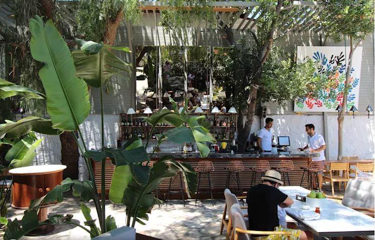 Không gian Cà phê sân vườn thoáng đãng và mát mẻ
