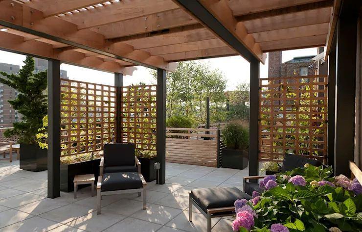 Mảnh vườn nhỏ với vách ngăn gỗ - Ngoại thất nhà đẹp