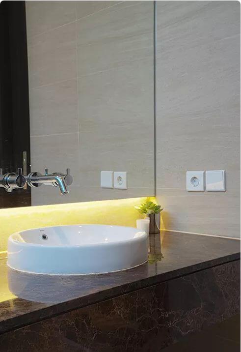 Không gian phòng tắm tiện nghi - Ngôi nhà phố 2 tầng hiện đại đẹp