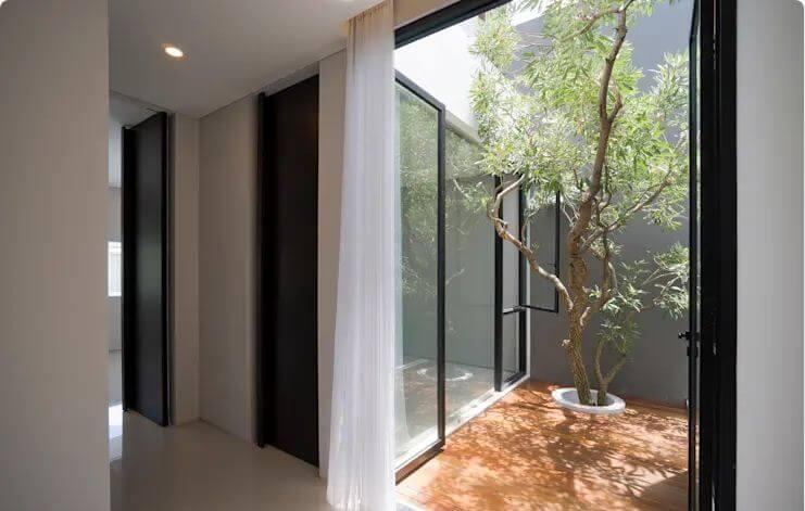 Sân hiên đặc biệt - Ngôi nhà phố 2 tầng hiện đại đẹp