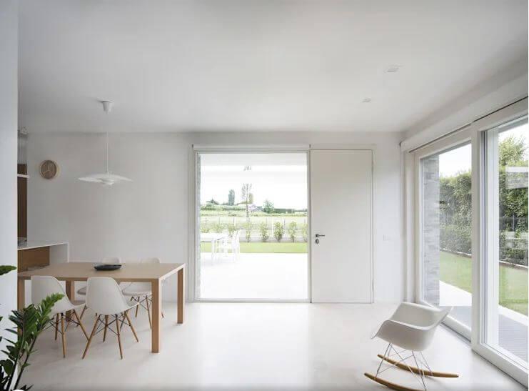 Không gian phòng bếp cực kỳ sáng sủa - Mẫu biệt thự 2 tầng đẹp