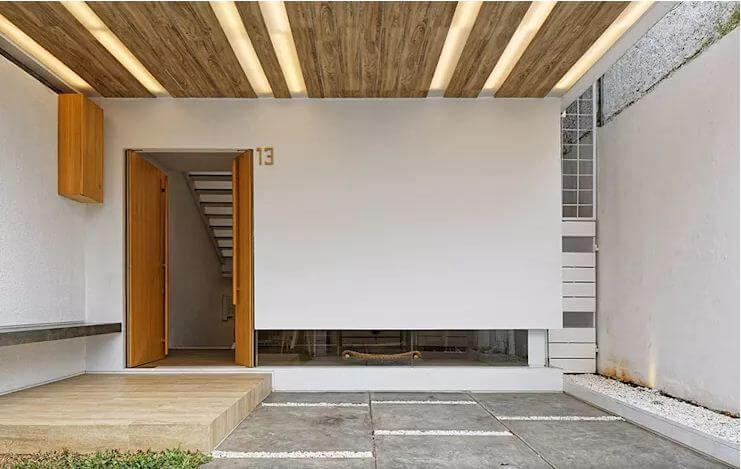 Mái hiên rộng, ốp gỗ lạ mắt - Mẫu nhà phố 2 tầng 1 lửng