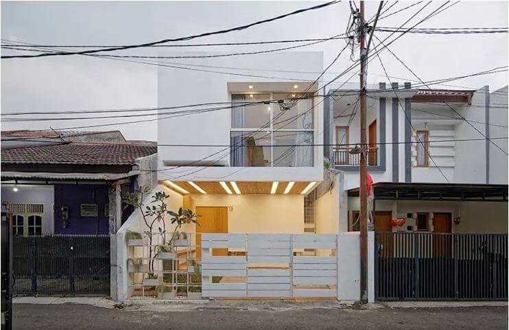 Thiết kế mặt đứng hiện đại với gam màu trắng - Mẫu nhà phố 2 tầng 1 lửng