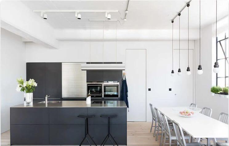 Sử dụng màu đối lập - Thiết kế bếp hiện đại