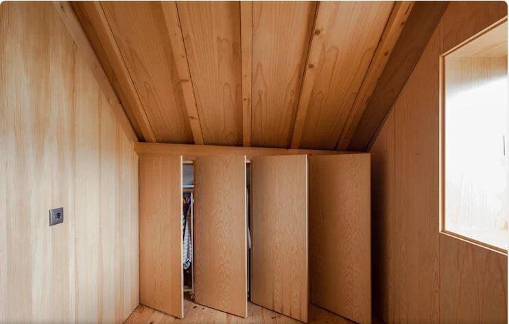 Sử dụng tủ âm tường như một bức tường - Thiết kế tủ gỗ