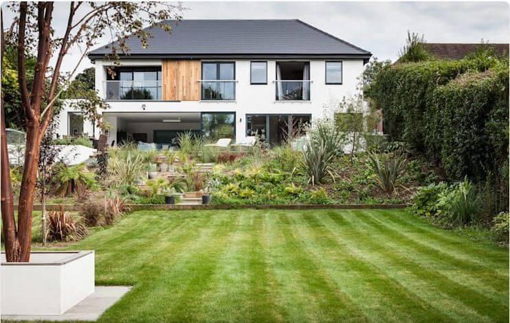 Chiêm ngưỡng vẻ đẹp mẫu nhà 2 tầng hiện đại kết hợp sân vườn