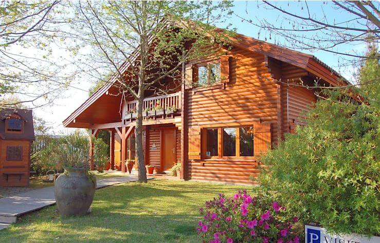 Một căn nhà vườn 2 tầng ấm áp