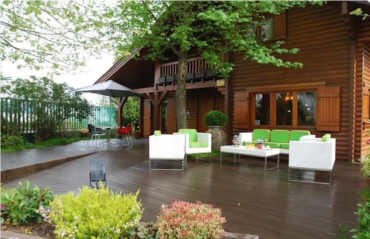 Góc sân tuyệt vời cho bạn - Nhà vườn 2 tầng