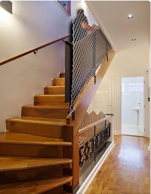 Thiết kế thang lạ mắt - Mẫu nhà nhỏ 2 tầng - 1