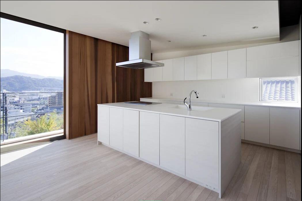 Bếp trắng hiện đại - Nhà Nhật 2 tầng