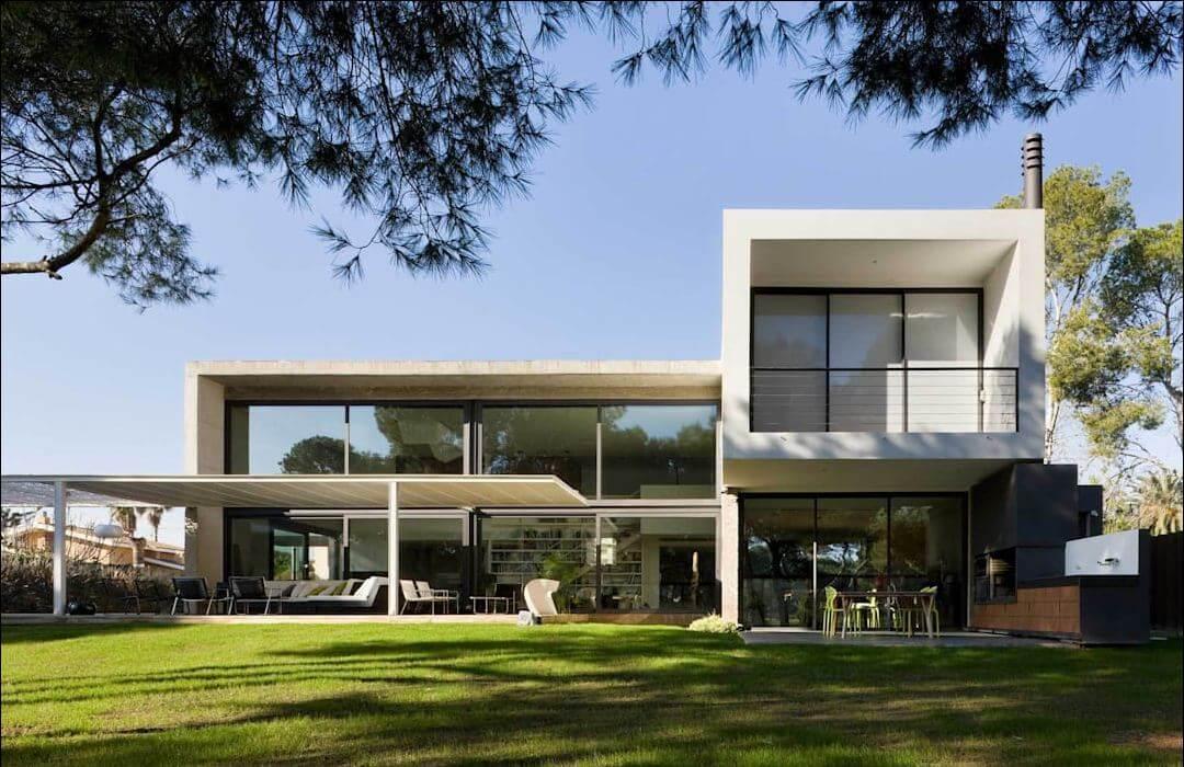 Ngôi nhà với khoảng sân sau xanh mát - Kiến trúc nhà đẹp 2 tầng