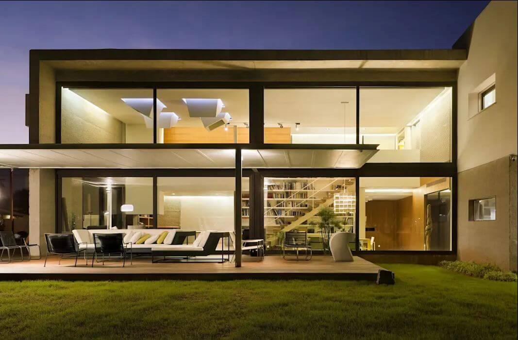 Ngôi nhà nổi bật vào ban đêm - Kiến trúc nhà đẹp 2 tầng