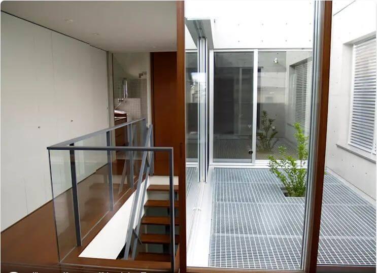 Lưới sắt được dùng để làm sàn sân thượng tầng 2