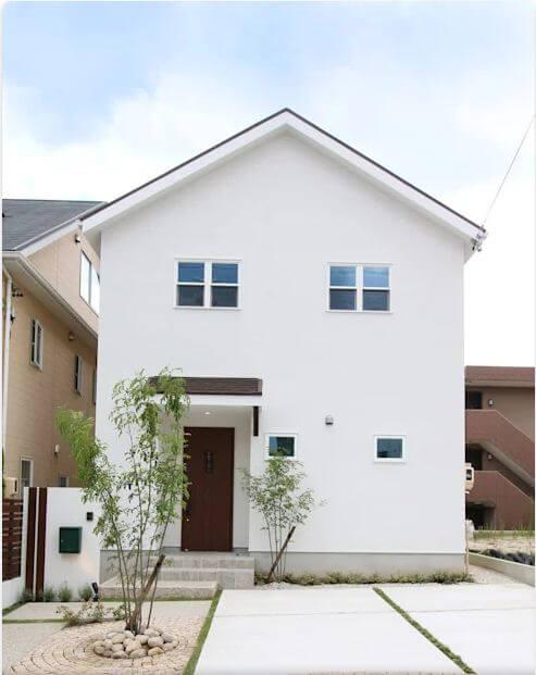 Vẻ đẹp từ mái tam giác và bức tường trắng tuyệt vời - Thiết kế nhà nhỏ đẹp