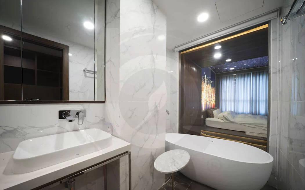 Liên kết với phòng tắm - Thiết kế nội thất Penthouse - 1