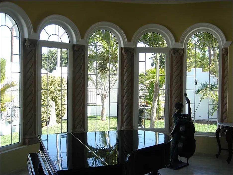 Mẫu cửa sổ mái vòm Gothic
