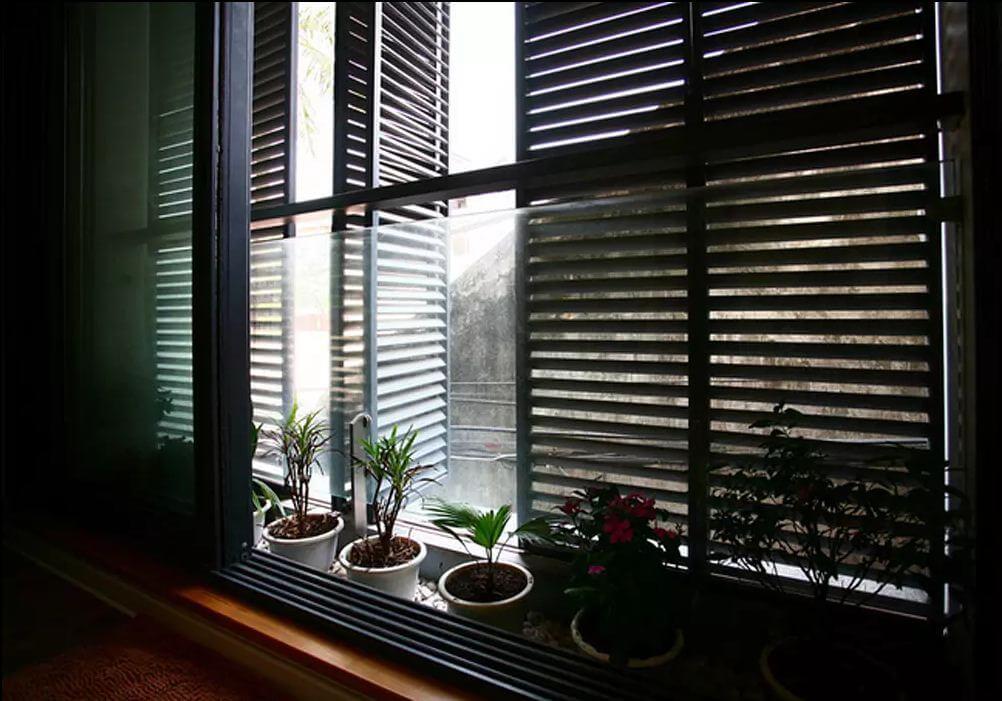 Mẫu cửa sổ gỗ theo kiến trúc Đông Dương