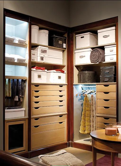Tận dụng các hộp chứa đồ nhỏ - Tủ quần áo đa năng