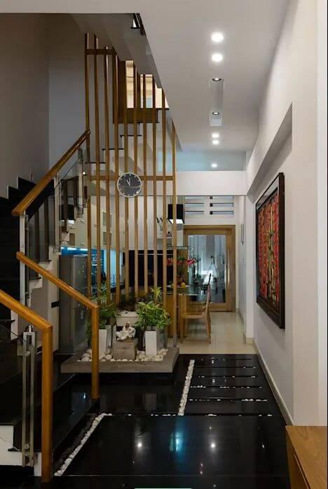 Không gian phòng khách rộng rãi, thoáng mát của mẫu nhà ống 4 tầng đẹp - 1