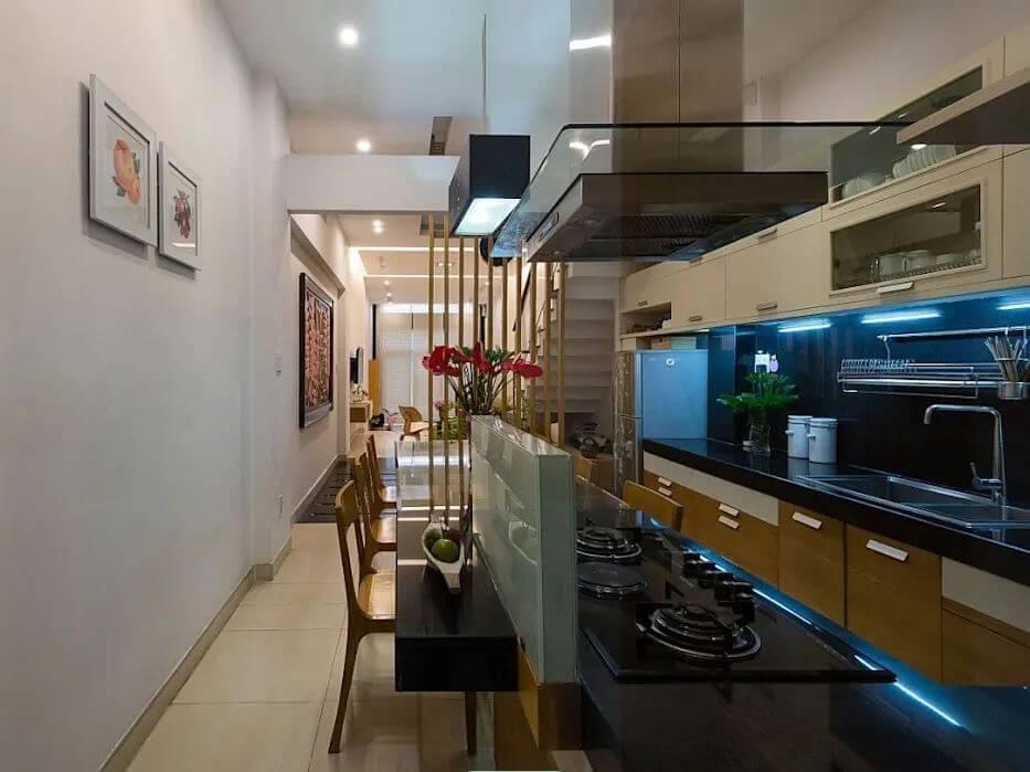 Phòng bếp đa năng, đầy tiện nghi của mẫu nhà ống 4 tầng đẹp